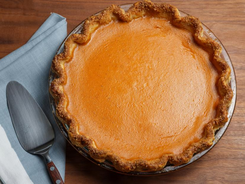 pumpkin-pie-with-blue-napkin-serving-spatula